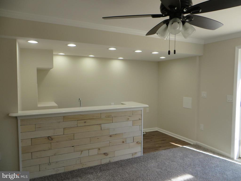 CUSTOM BAR IN REC ROOM - 43 JASON LN, STAFFORD