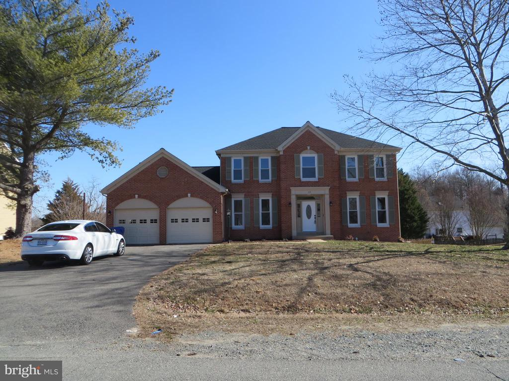 FRONT OF HOUSE WITH LARGE DRIVEWAY - 43 JASON LN, STAFFORD