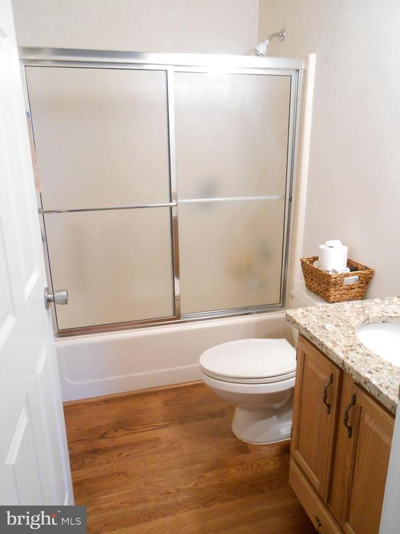 Full Bath - Granite counter, Hardwood floor - 5415 MOLLYS GLN, MINERAL