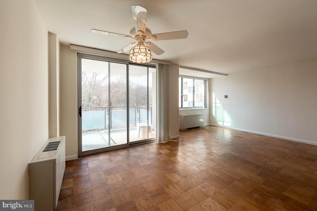 living room - dining area - 10401 GROSVENOR PL #527, ROCKVILLE