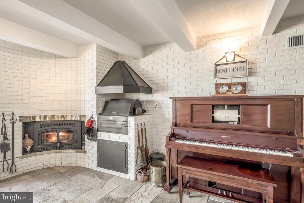 75,000 BTU wood stove insert - 4921 E CHALK POINT RD, WEST RIVER