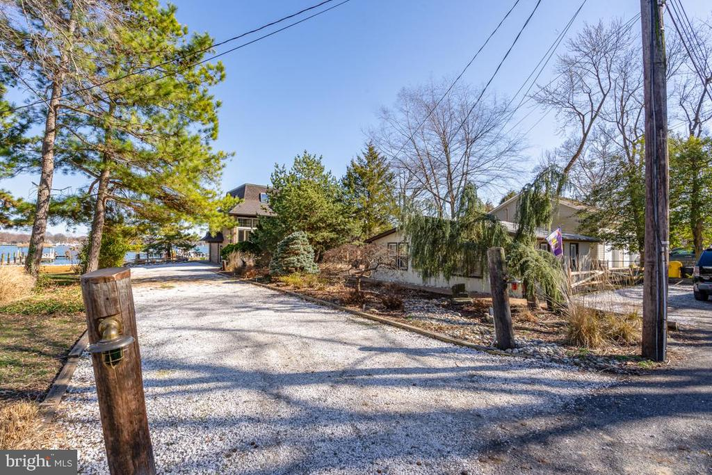 Driveway can handle 12 cars. - 4921 E CHALK POINT RD, WEST RIVER