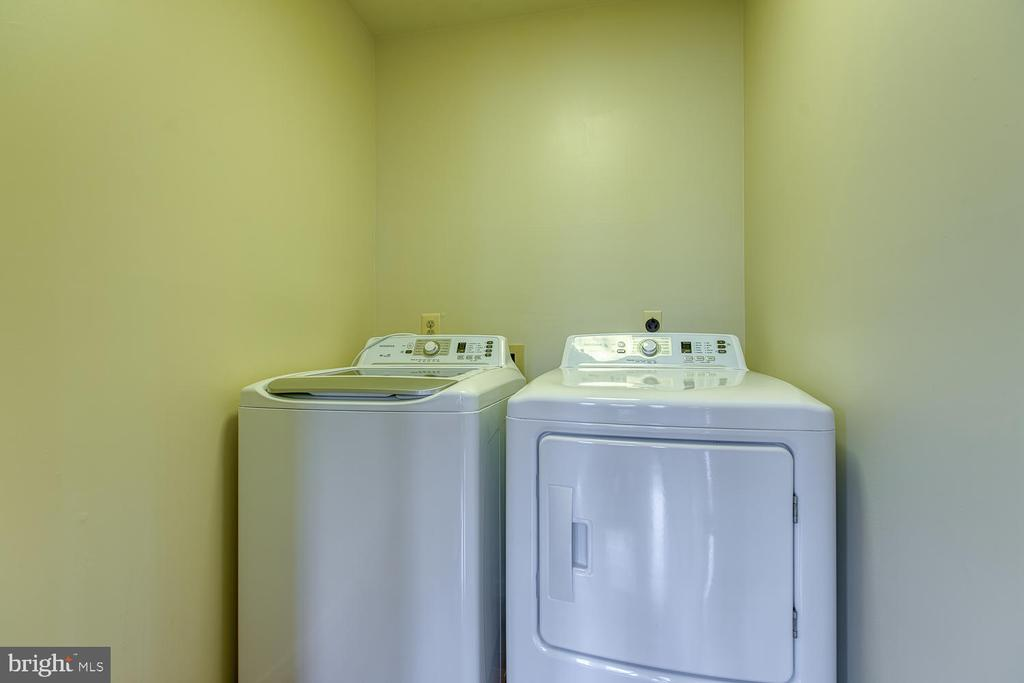 Brand new washer and dryer on the main level - 43976 BRUCETON MILLS CIR, ASHBURN