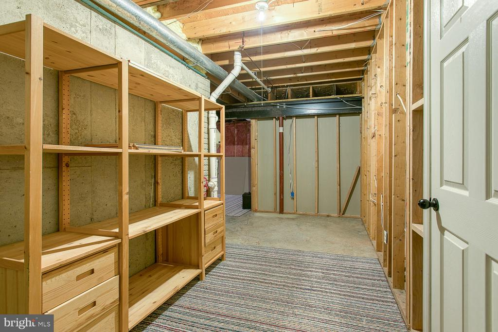 Sizeable basement storage area - 43976 BRUCETON MILLS CIR, ASHBURN