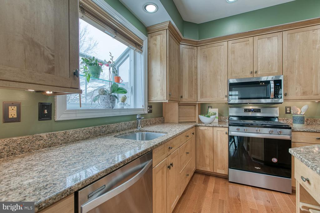 Granite countertops - 43976 BRUCETON MILLS CIR, ASHBURN