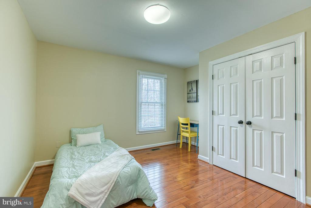 Third bedroom on top floor - 43976 BRUCETON MILLS CIR, ASHBURN