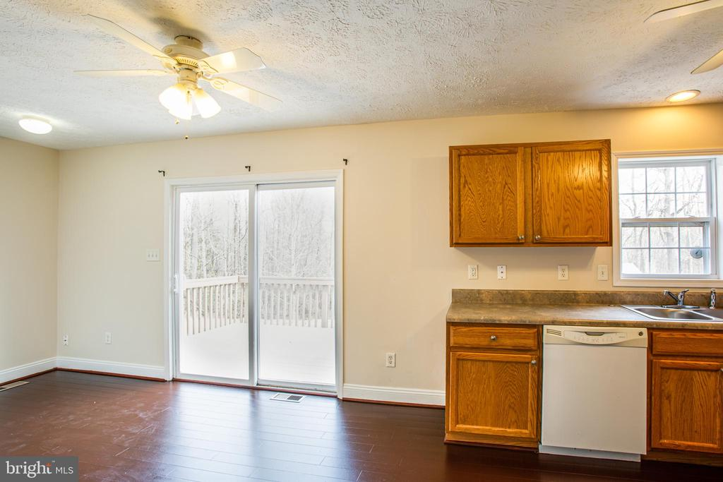 eat in area in kitchen - 7517 MATTAPONI, KING GEORGE