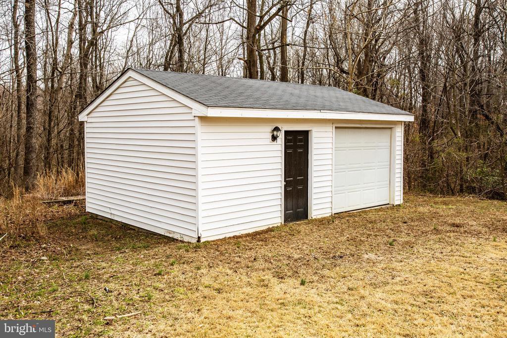 1 car garage with storage area - 7517 MATTAPONI, KING GEORGE