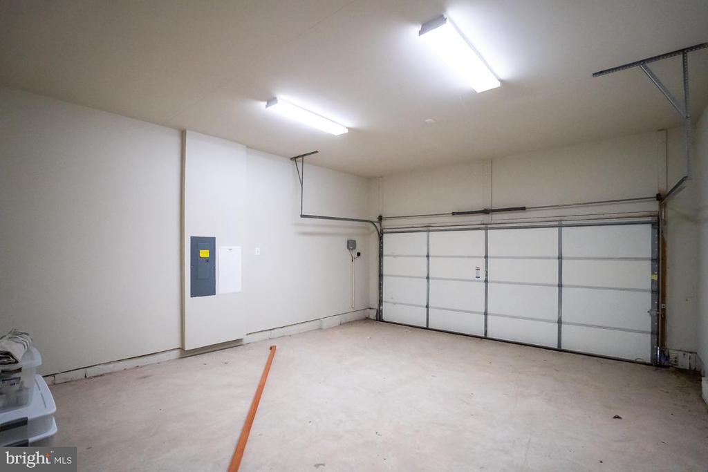 2 car attached garage - 75 DENISON ST, FREDERICKSBURG