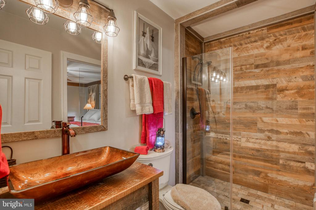 Newly renovated full bath on main - 2327 GUN BARREL RD, WHITE POST