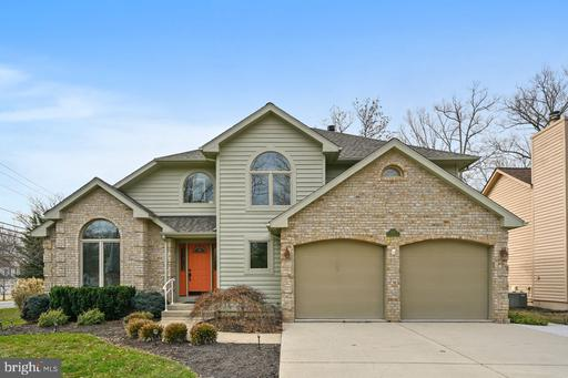 6196 WOODED RUN DR