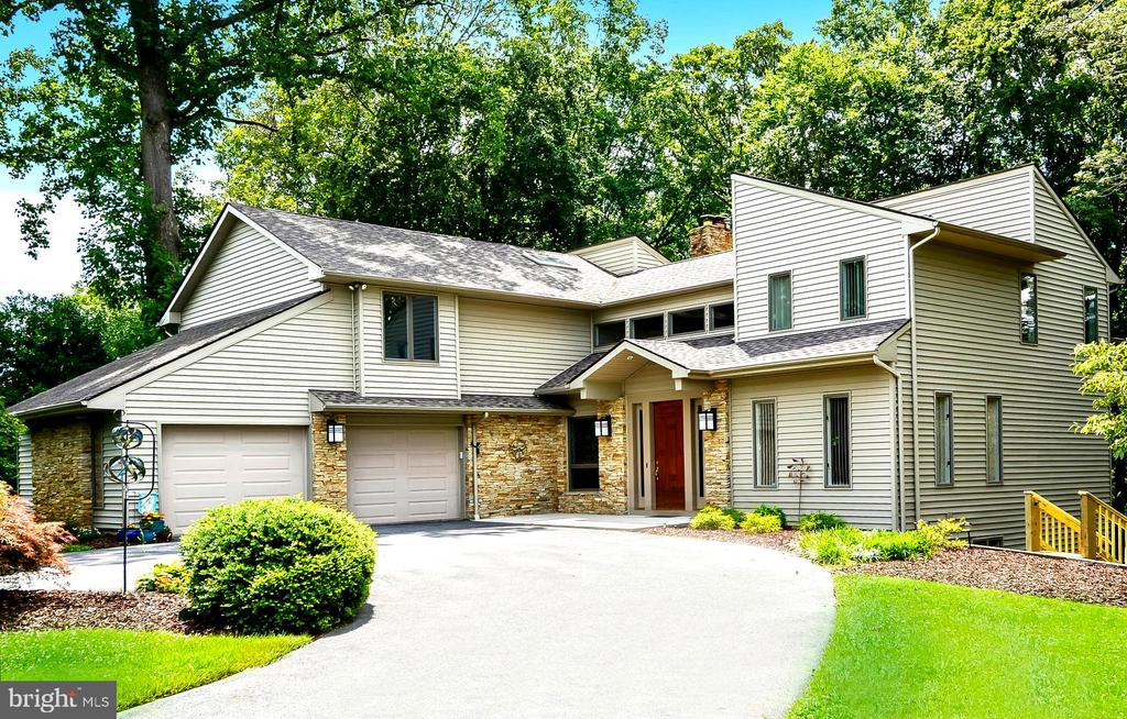 Showcase Home Carved into Wooded 1.18 Acres - 1584 LANCASTER GRN, ANNAPOLIS