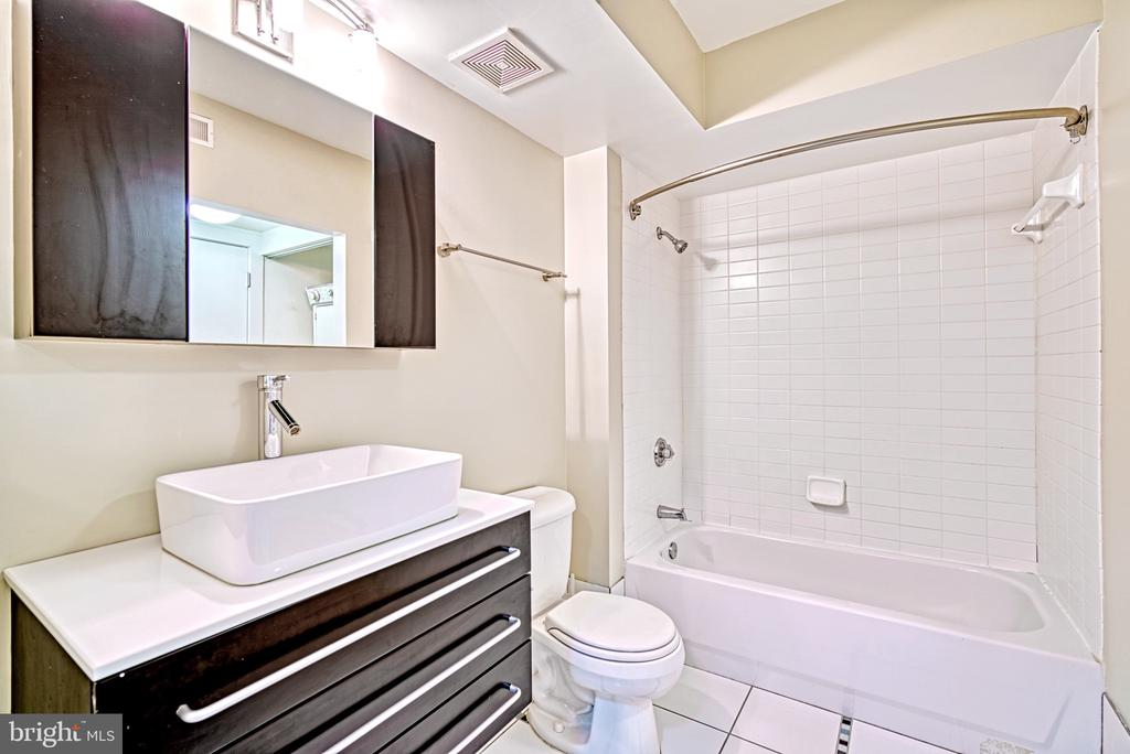 Second Bath Suite - 1000 NEW JERSEY AVE SE #606, WASHINGTON