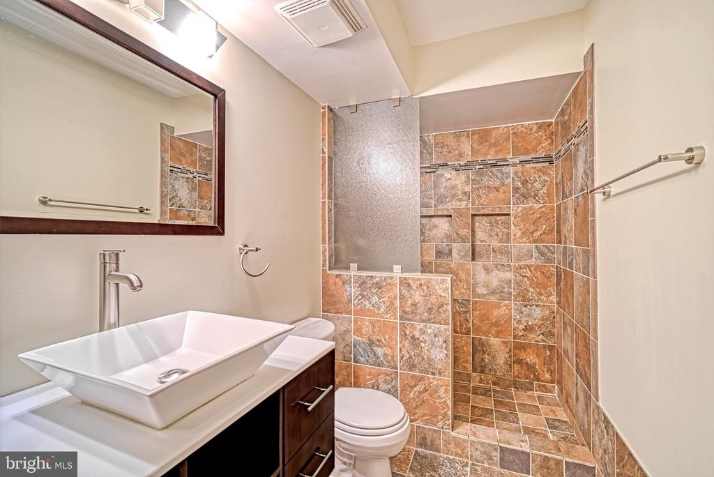Master #1 Bathroom - 1000 NEW JERSEY AVE SE #606, WASHINGTON