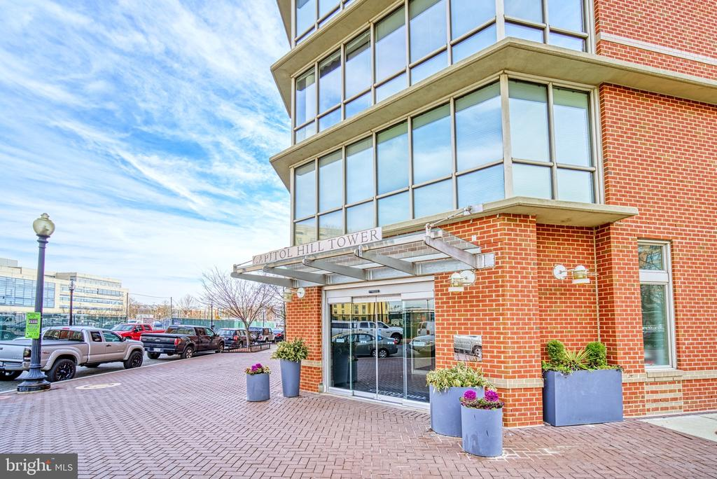 Front Entrance - 1000 NEW JERSEY AVE SE #606, WASHINGTON