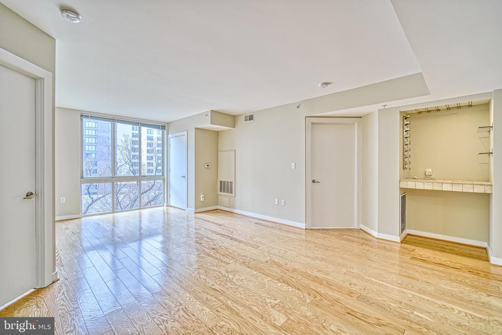 Great Room, floor to ceiling windows, Bar area - 1000 NEW JERSEY AVE SE #606, WASHINGTON