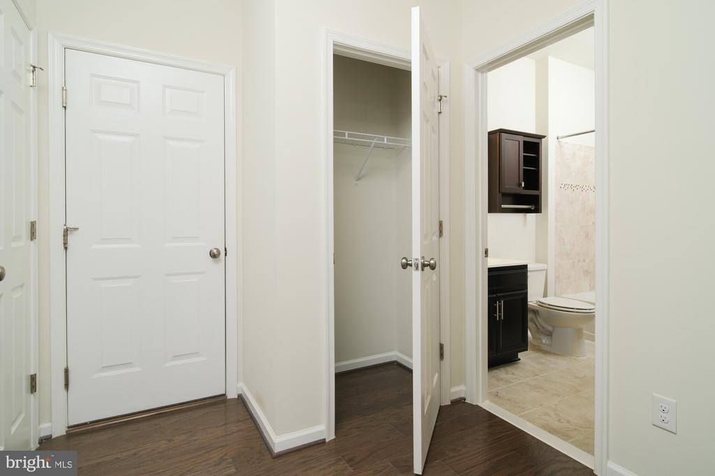 LOWER LEVEL GARAGE ENTRY/CLOSET AND UTILITY ROOM - 45002 GRADUATE TER, ASHBURN