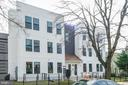 Double bays and central entry - 1821 I STREET NE #13, WASHINGTON