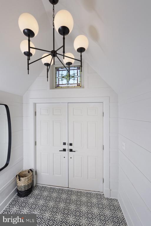 Pitched ceiling, wall trim detail, custom lighting - 1015 D ST NE #1, WASHINGTON