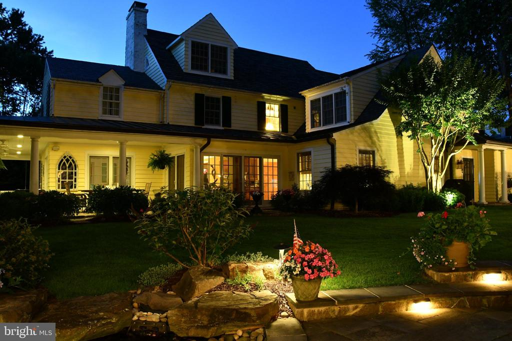 Remarkably stylish home updated for today's living - 1209 BERWICK RD, TOWSON