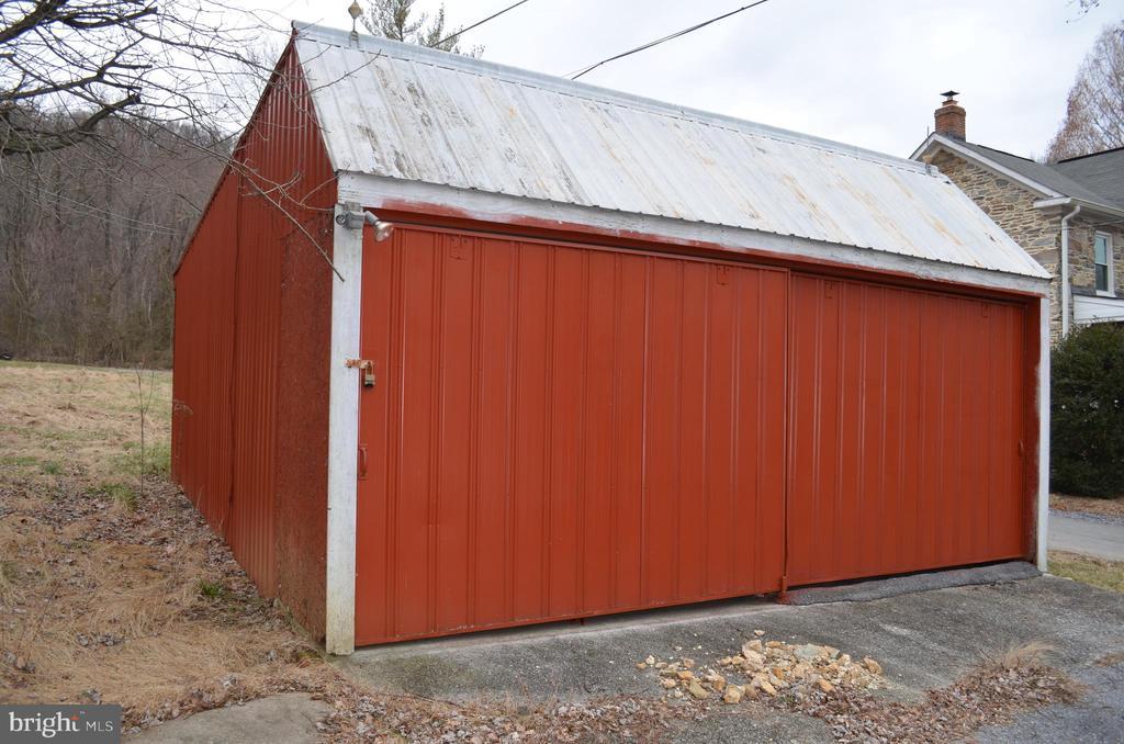 Two car detached garage - 5420 BURKITTSVILLE RD, JEFFERSON