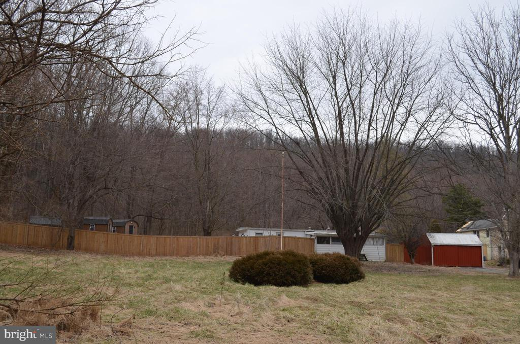 Over an acre of land almost fully fenced - 5420 BURKITTSVILLE RD, JEFFERSON