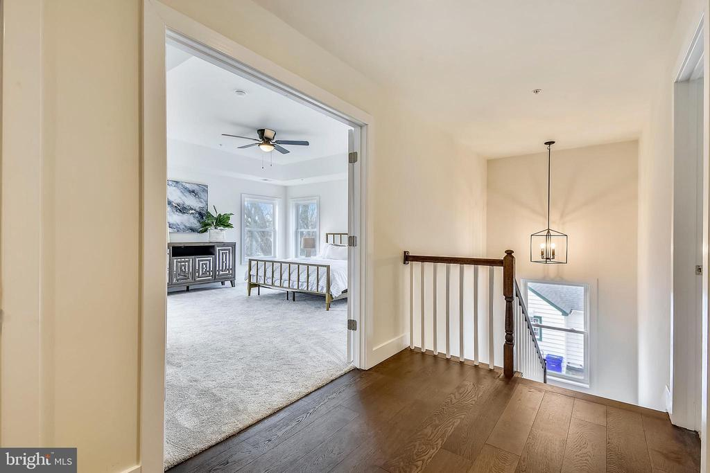 Upper level filled with natural  light. - 18609 STRAWBERRY KNOLL RD, GAITHERSBURG