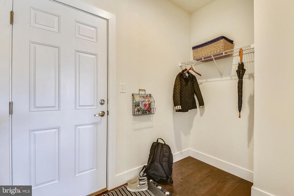 Mudroom leads to two-car garage. - 18609 STRAWBERRY KNOLL RD, GAITHERSBURG