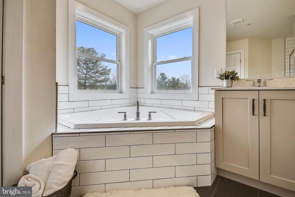 Soaking tub with a view. - 18609 STRAWBERRY KNOLL RD, GAITHERSBURG