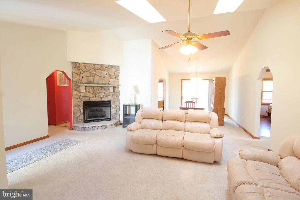 Great Room  w/Cathedral Ceiling & Skylights - 117 GREEN ST, LOCUST GROVE