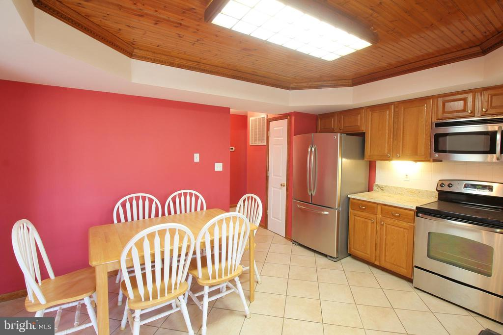 Eat-In Kitchen w/Wood In-set Tray Ceiling - 117 GREEN ST, LOCUST GROVE