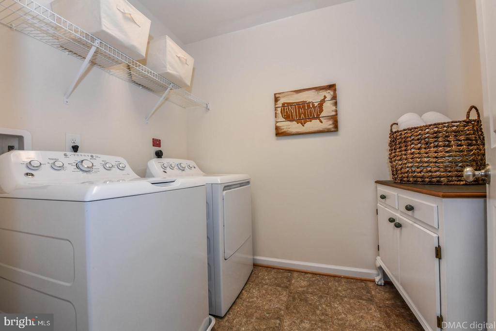 Upper level laundry. - 6854 E SHAVANO RD, NEW MARKET