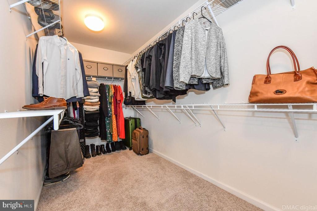 Walk-in master closet. - 6854 E SHAVANO RD, NEW MARKET