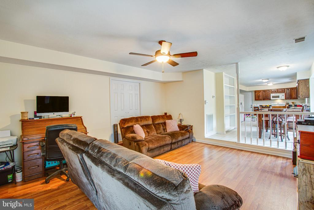 Family room leads into Formal Living Room - 10101 OLDE KENT DR, SPOTSYLVANIA