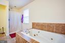 Master Bathroom w Jetted Soaking Tub - 10101 OLDE KENT DR, SPOTSYLVANIA