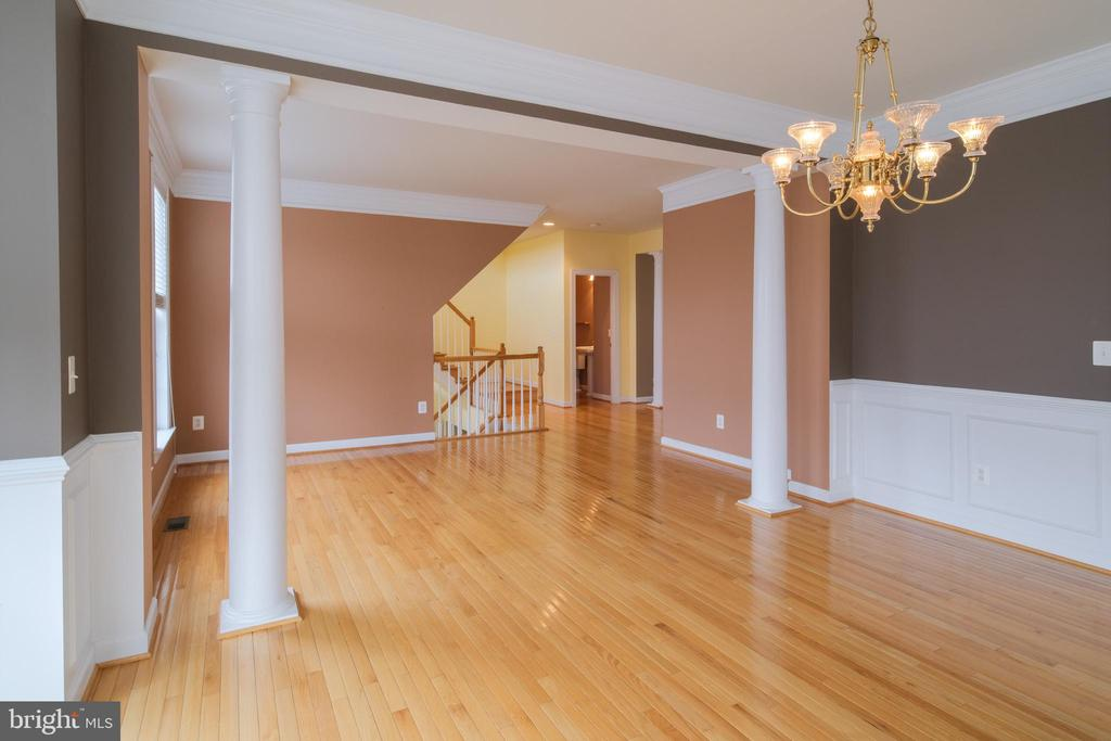 Dining room and living room with crown molding - 13299 SCOTCH RUN CT, CENTREVILLE