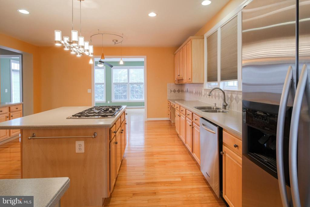 Kitchen with abundant cabinets - 13299 SCOTCH RUN CT, CENTREVILLE