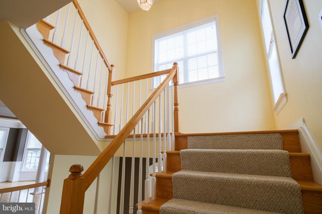 Stairs to second level - 13299 SCOTCH RUN CT, CENTREVILLE
