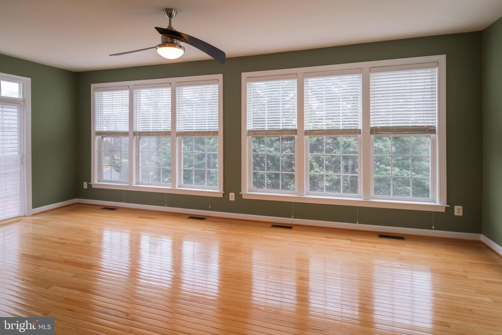 Sun room with large windows - 13299 SCOTCH RUN CT, CENTREVILLE