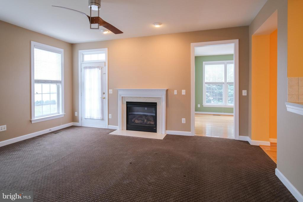 Family room with gas fireplace - 13299 SCOTCH RUN CT, CENTREVILLE