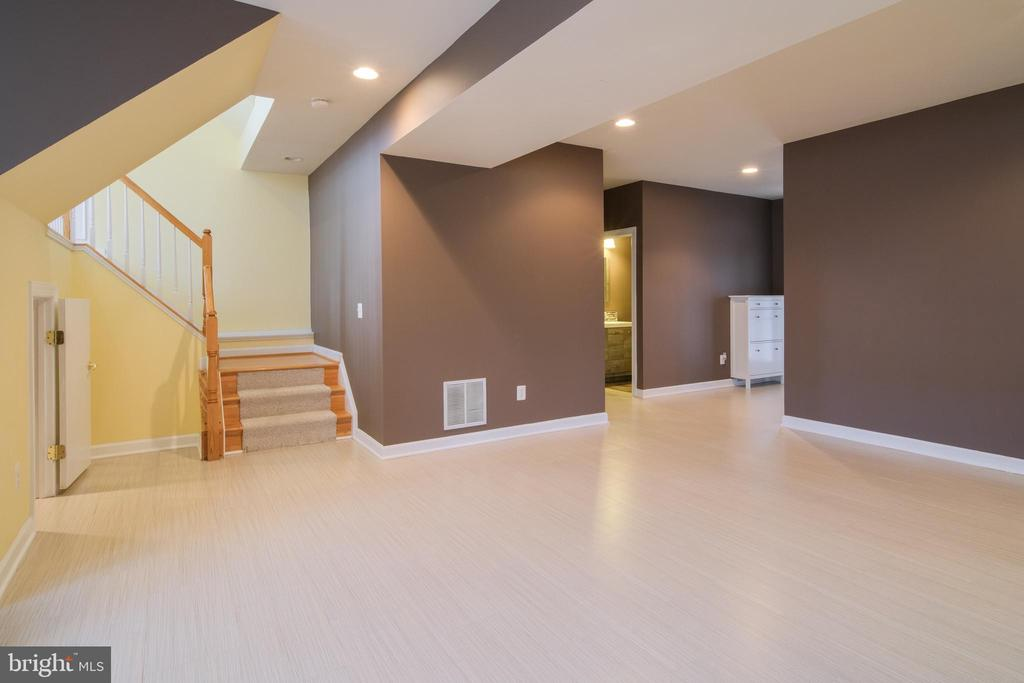 Stairs to basement - 13299 SCOTCH RUN CT, CENTREVILLE