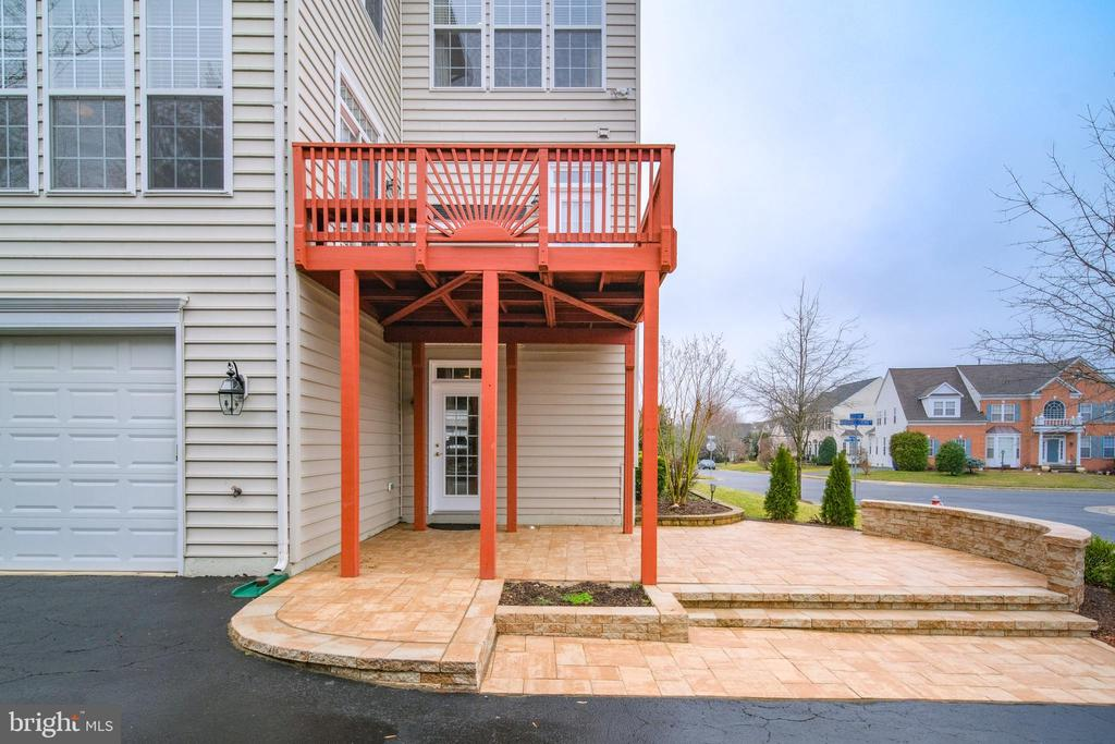 New patio and freshly painted deck - 13299 SCOTCH RUN CT, CENTREVILLE