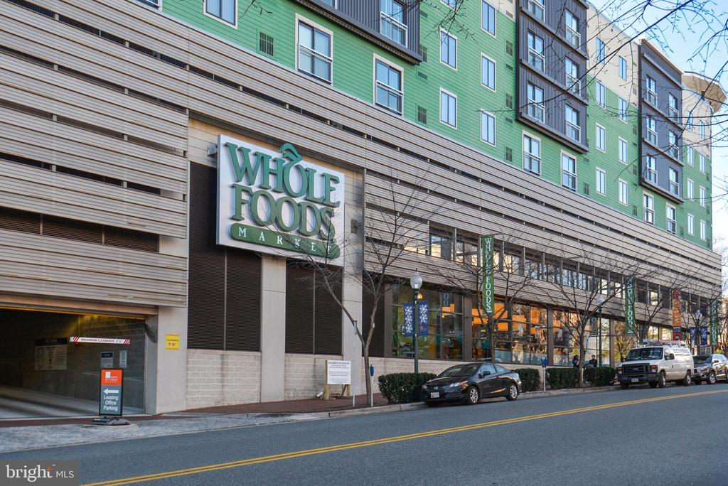One of the many Grocery stores - 10204 ROCKVILLE PIKE #102, ROCKVILLE