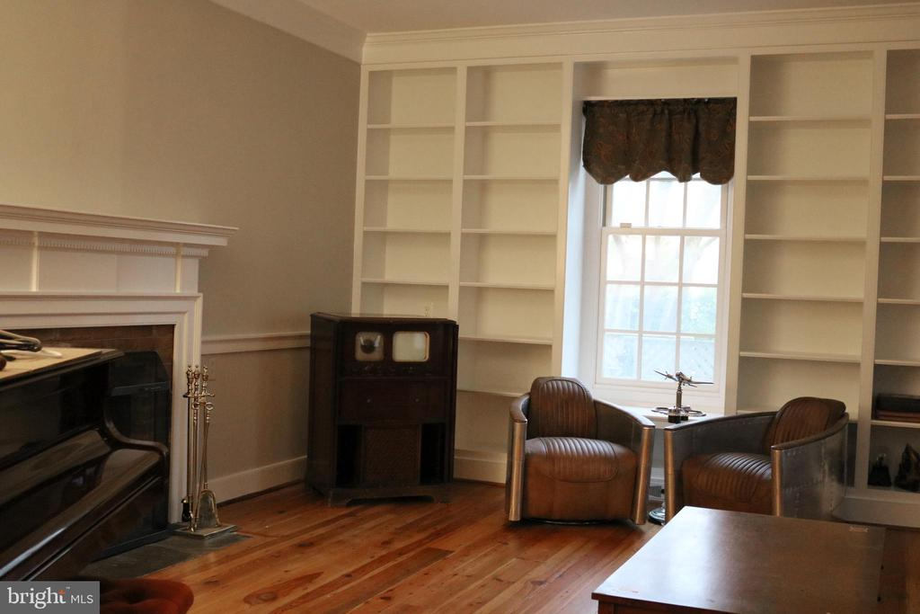 Newly painted formal living room - 20 NORTH ST NW, LEESBURG