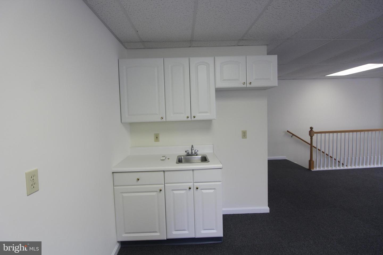 Additional photo for property listing at 18691 OLD VALLEY PIKE #SIDE ENTRANCE Edinburg, Virginia 22824 Verenigde Staten