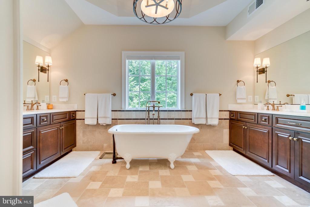 Master Bath - 6704 LUPINE LN, MCLEAN