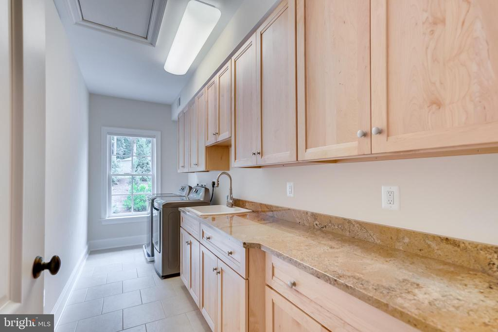 Laundry - 6704 LUPINE LN, MCLEAN