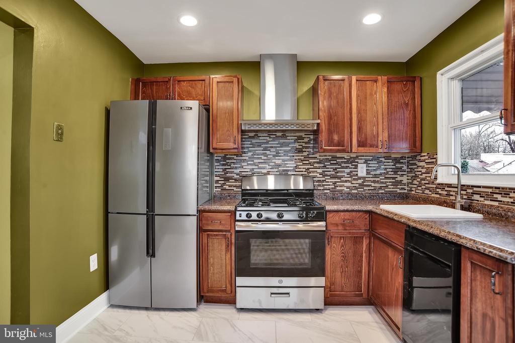 Stainless steel appliances - 6601 SEAT PLEASANT DR, CAPITOL HEIGHTS