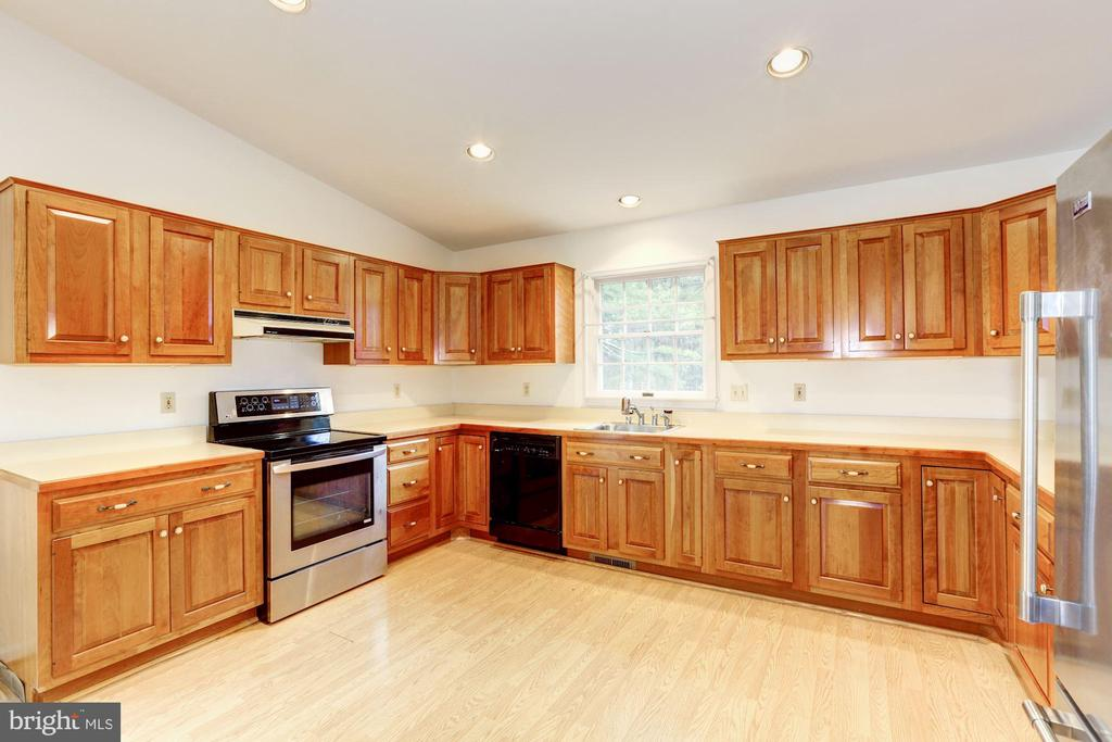 Plenty of cabinet and counter space - 12901 JESSE SMITH RD, MOUNT AIRY