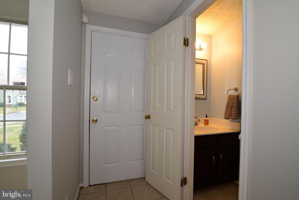 Foyer & Powder Room - 1485 AUTUMN RIDGE CIR, RESTON
